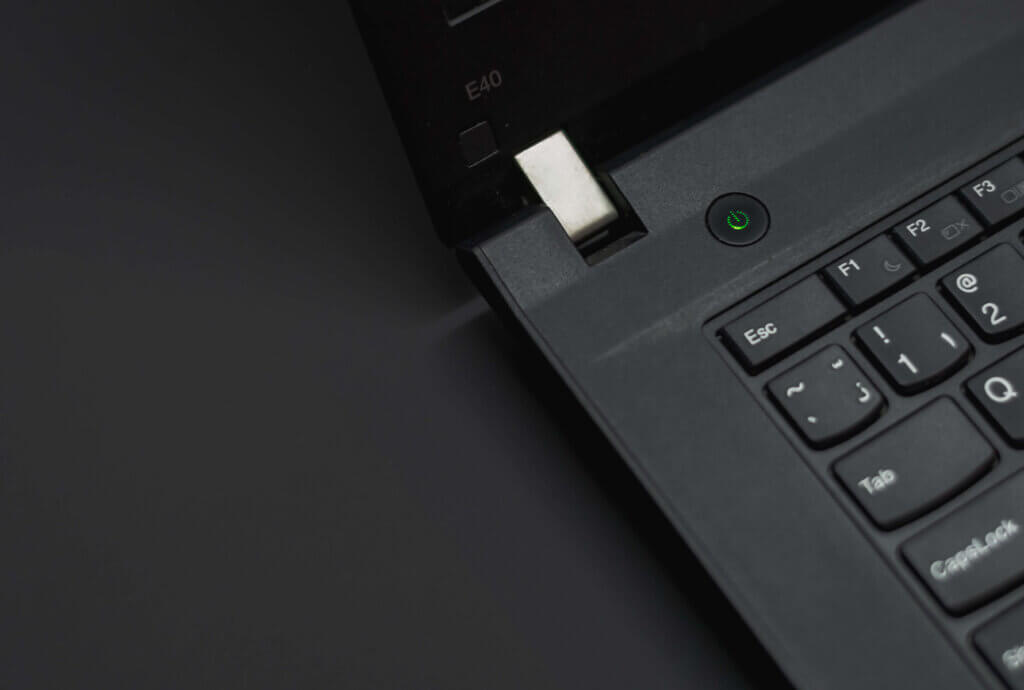 fix plugged in not charging Windows 10 in non-removable battery by power reset